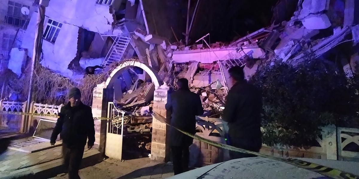 Al menos 18 muertos deja sismo de 6,8 en sureste de Turquía