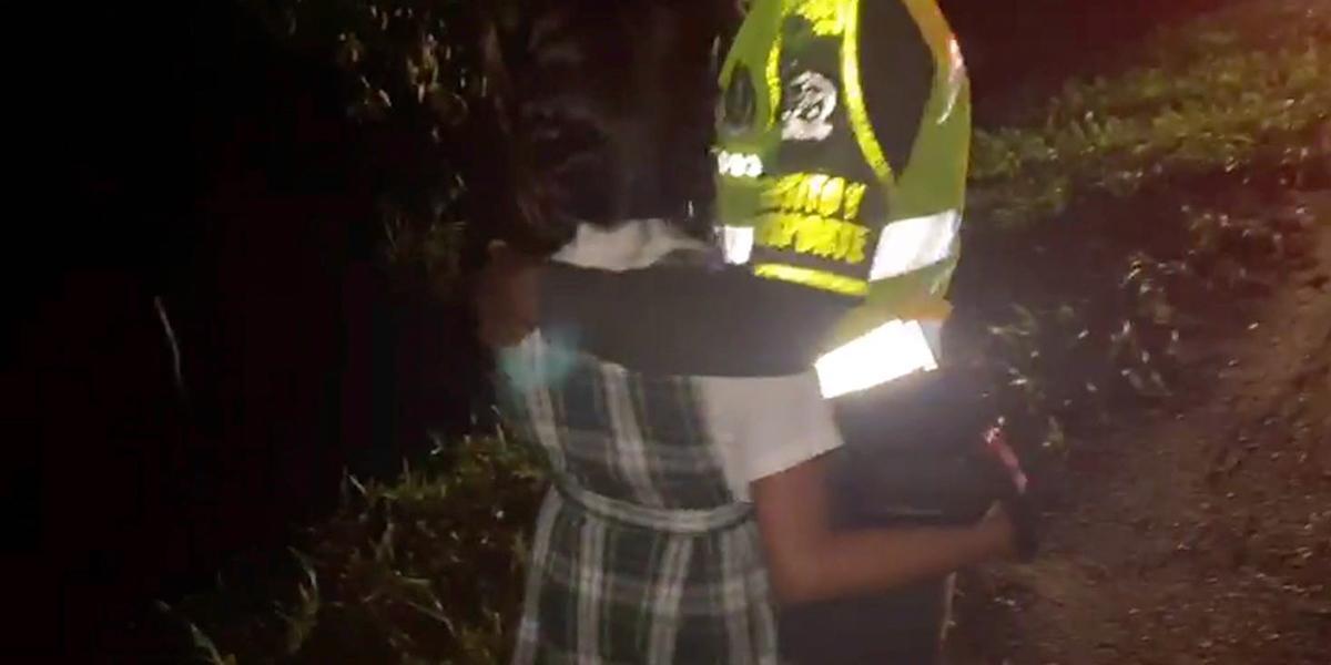 En video el rescate de una niña de 10 años secuestrada al salir del colegio