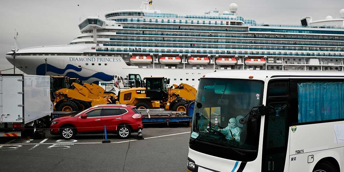 Permiten salida de algunos pasajeros que estaban en cuarentena en crucero de Japón