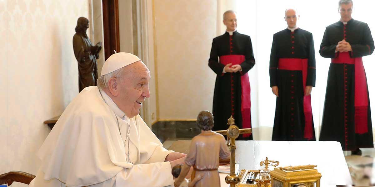 Papa obliga a pasar un año de misioneros a futuros diplomáticos vaticanos
