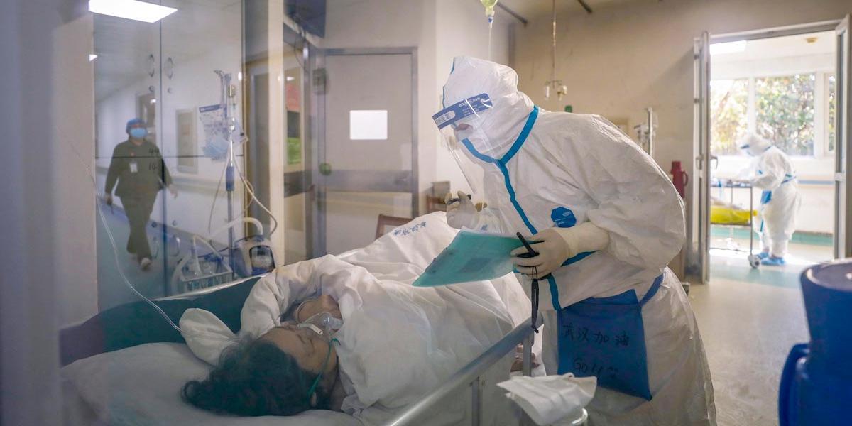 Balance de muertos en China por coronavirus asciende a 2.000