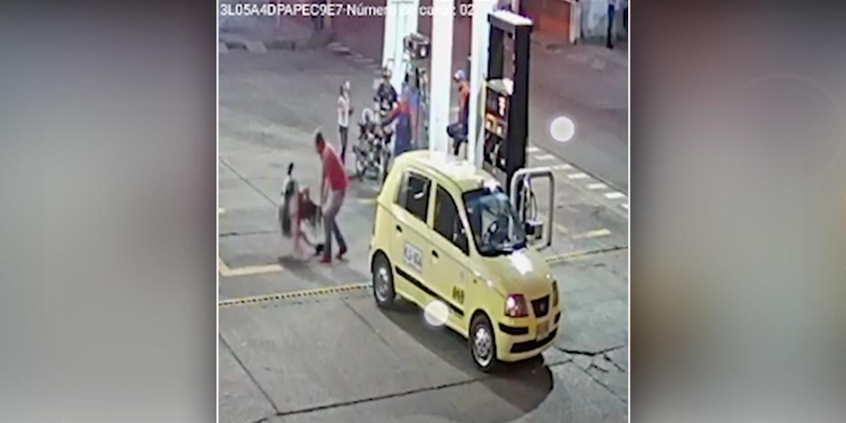 Empresa suspende a taxista que agredió a joven por no tener sencillo para pagar una carrera