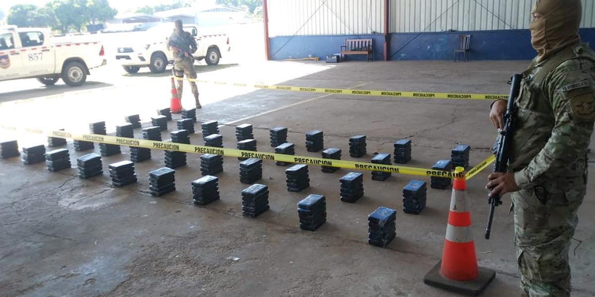 Capturan a tres colombianos e incautan 210 paquetes de droga en Panamá