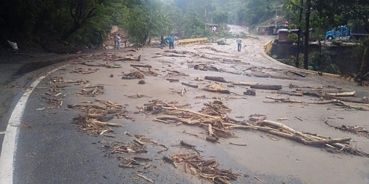 Transportadores ya sienten los estragos del cierre de la vía Bucaramanga-Bogotá