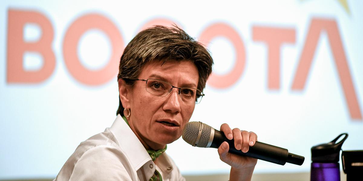 'Ya que los congresistas no pudieron ponerse de acuerdo en trabajar, que se pongan a donar': Claudia López