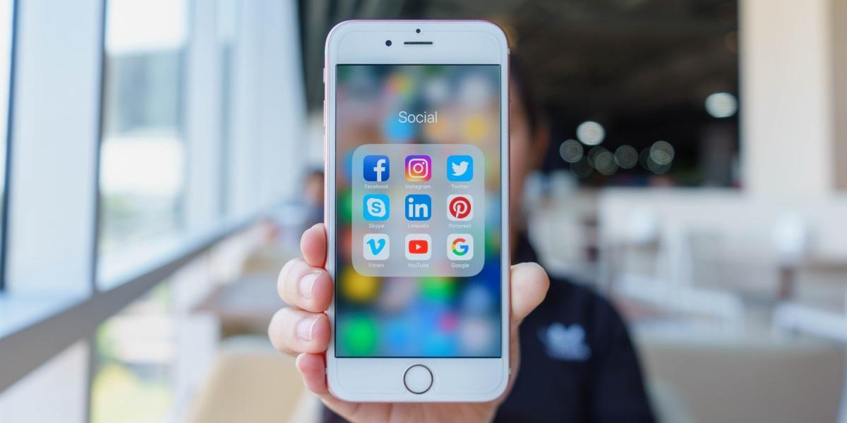 Facebook ofrecerá dinero por escuchar tus conversaciones