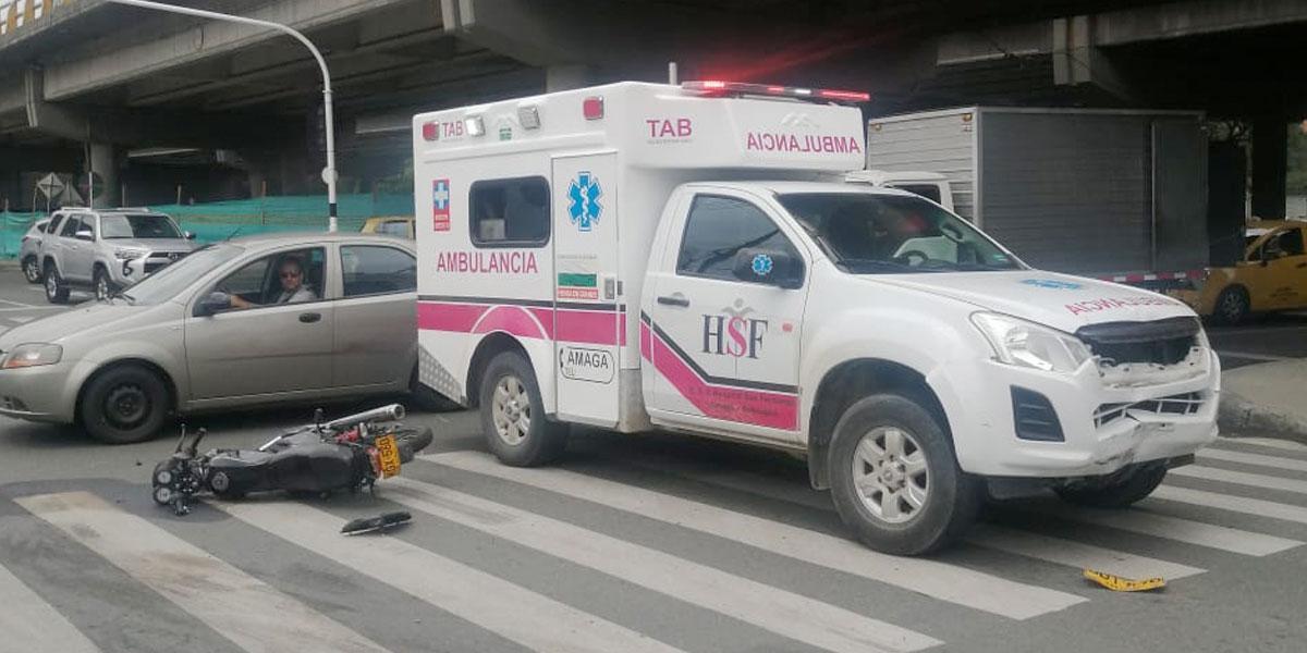 Escándalo por uso indebido de ambulancia: gerente la usó simulando una emergencia y atropelló a un motociclista