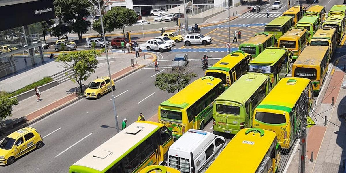 Colapso en vías de Bucaramanga, transportadores protestan por piratería, falta de rutas e inseguridad