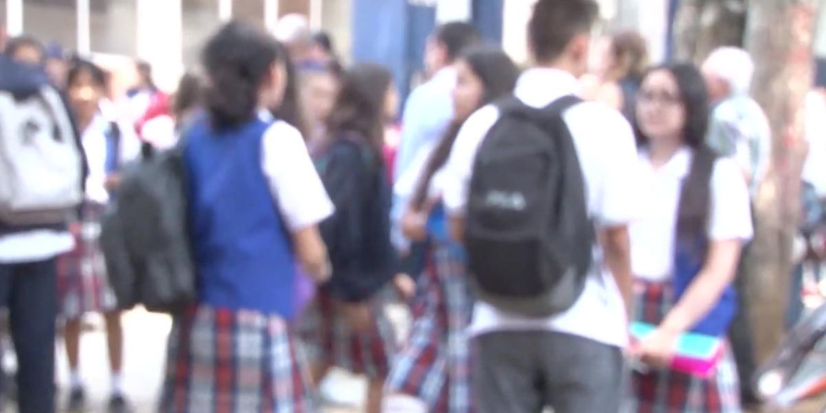 Pese a antecedentes de presunto acoso sexual de dos docentes, continúan en colegio de Bucaramanga