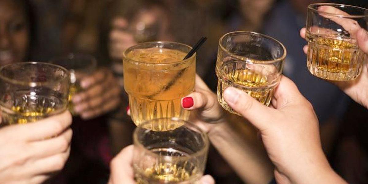 Mueren 27 personas en Irán tras beber alcohol adulterado para curar el coronavirus