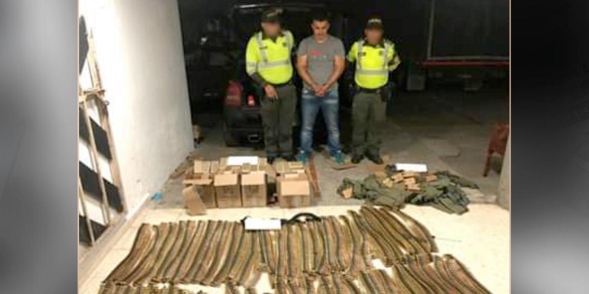 Así cayó el policía que portaba 25 mil cartuchos de arma de fuego en Cundinamarca