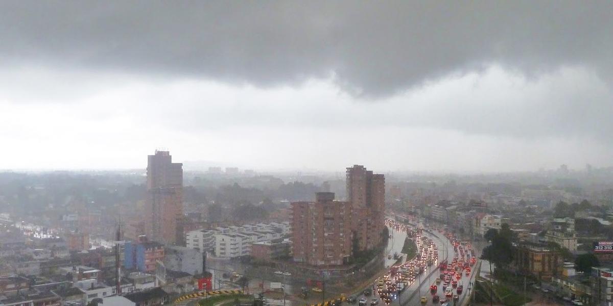 Atención: sigue alerta amarilla y pico y placa ambiental en Bogotá