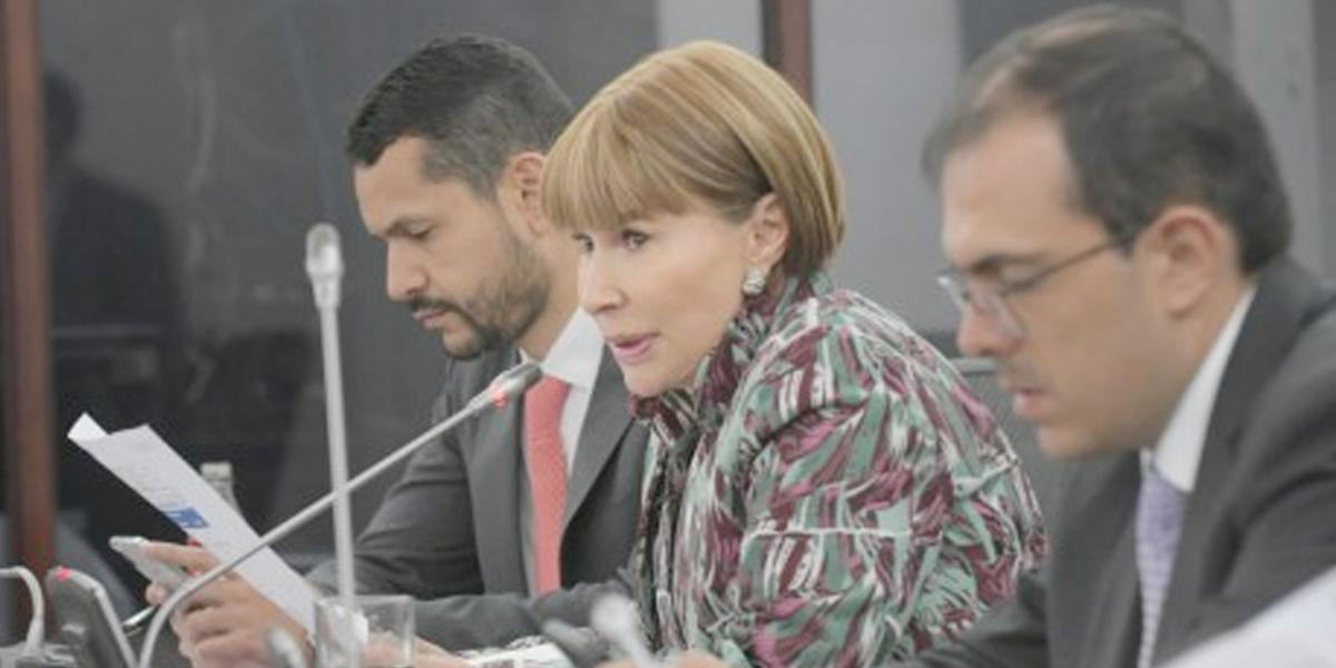 «Nosotros no pasamos plata por debajo de la mesa»: Alicia Arango