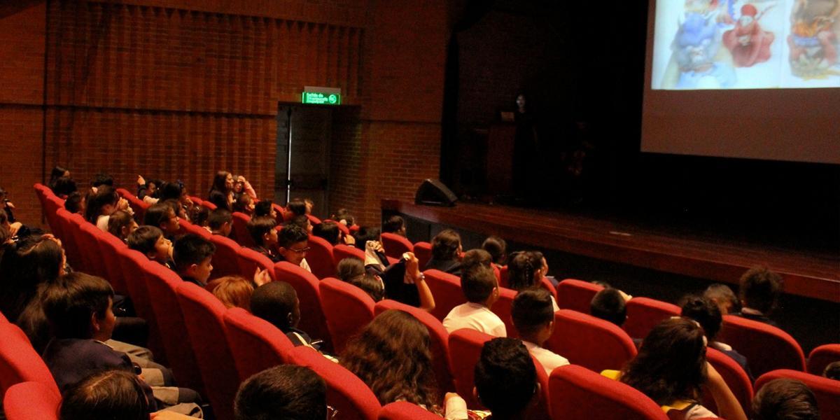 Suspensión de eventos públicos con más de 500 personas aplica para cines e iglesias