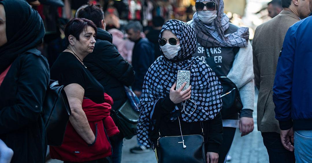Aumenta a 988 la cifra de muertos por coronavirus en Irán