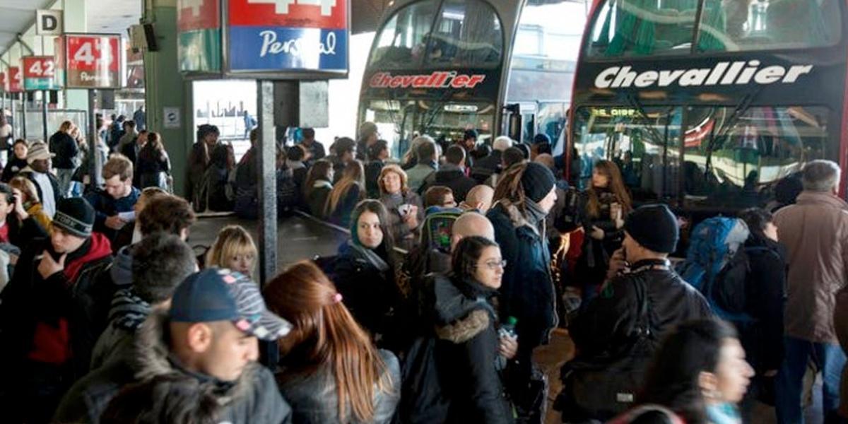 Argentina suspende vuelos domésticos, buses y trenes por coronavirus