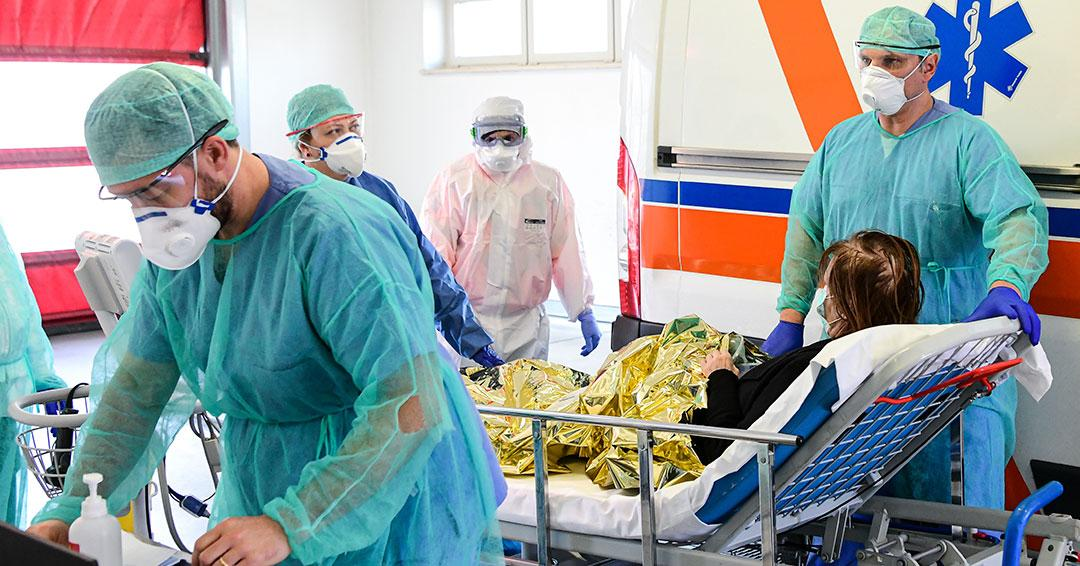 Italia anuncia 475 muertos en 24 horas por coronavirus, récord en un día para un país
