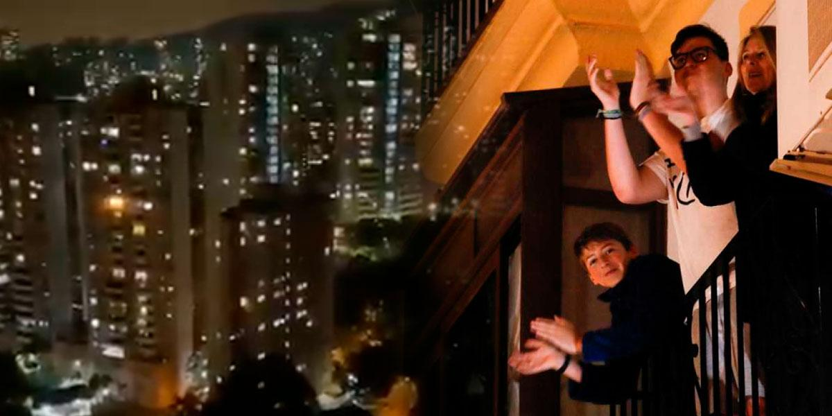 'Aplaudo a nuestros héroes': ciudadanos desde sus ventanas homenajean a médicos en medio de pandemia de coronavirus