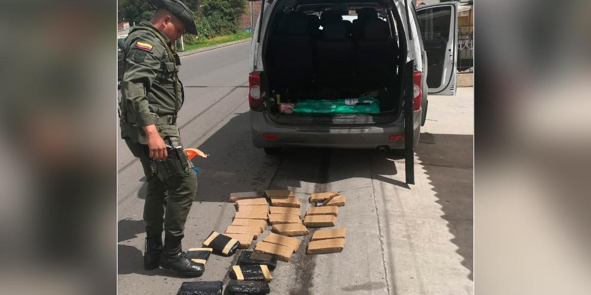 Incautan 30 kilos de morfina en vehículo de servicio público en Nariño