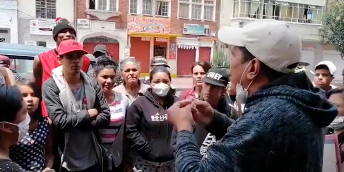Drama por desalojo de venezolanos en el centro de Bogotá