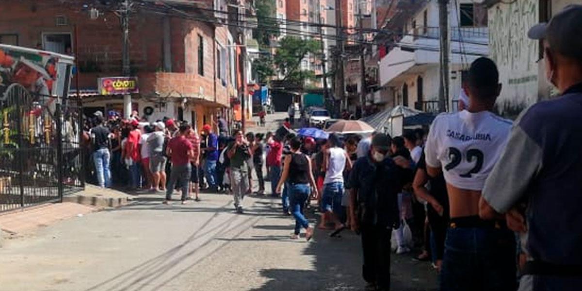 Habitantes del barrio Castilla, de Medellín, sin agua por falla en un tubo