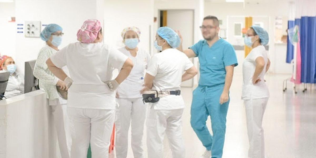 Ordenan filas preferenciales para personal de la salud en Bogotá