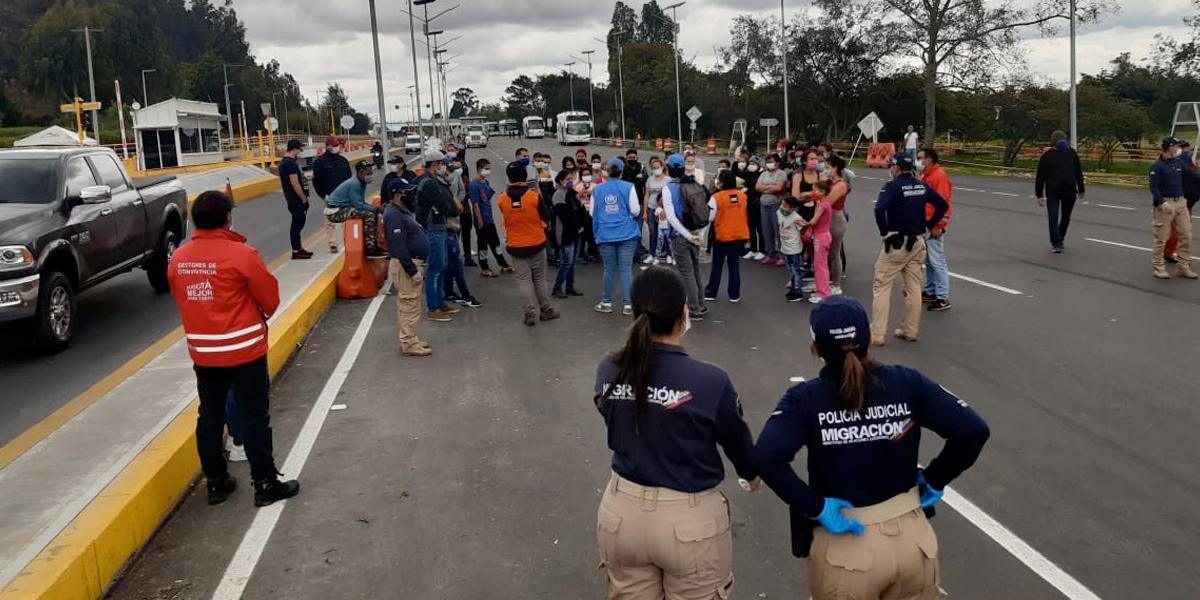 334 venezolanos, en la salida de Bogotá, esperan autorización para regresar a su país