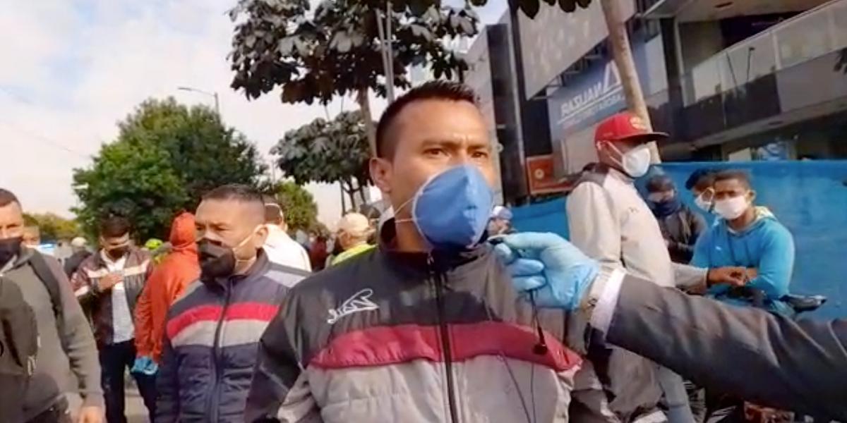 Trabajadores de la construcción protestan en la Av. Suba