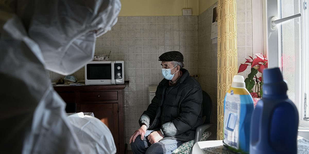 Italia: más de 6.000 ancianos han muerto en sus casas