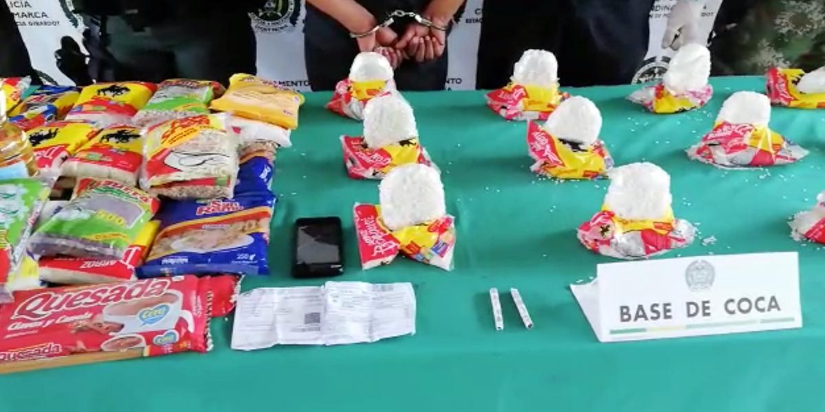 Cae una persona que transportaba tres kilos de cocaína camuflados en un mercado en Girardot