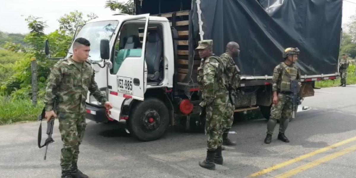 Cinco soldados heridos tras atentado contra camión en Cáceres, Antioquia