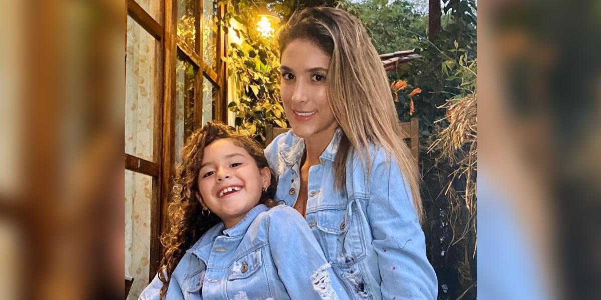 Daniela Ospina mostró a su hija lavando los platos