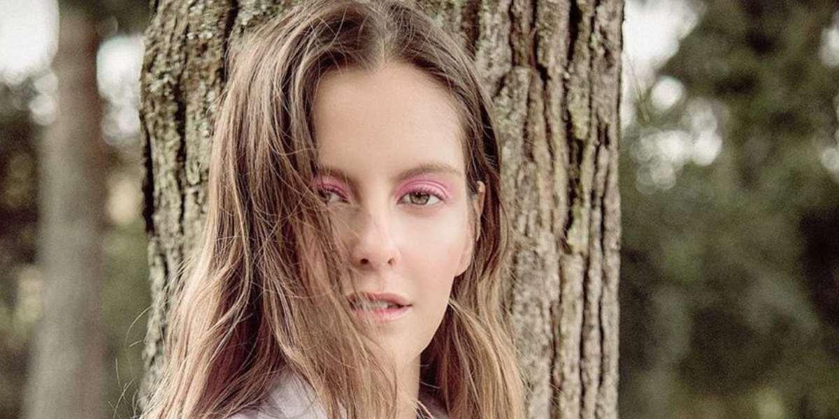 """""""Me boleteó"""", Laura Acuña a amiga que mostró cómo se ve recién levantada y sin maquillaje"""