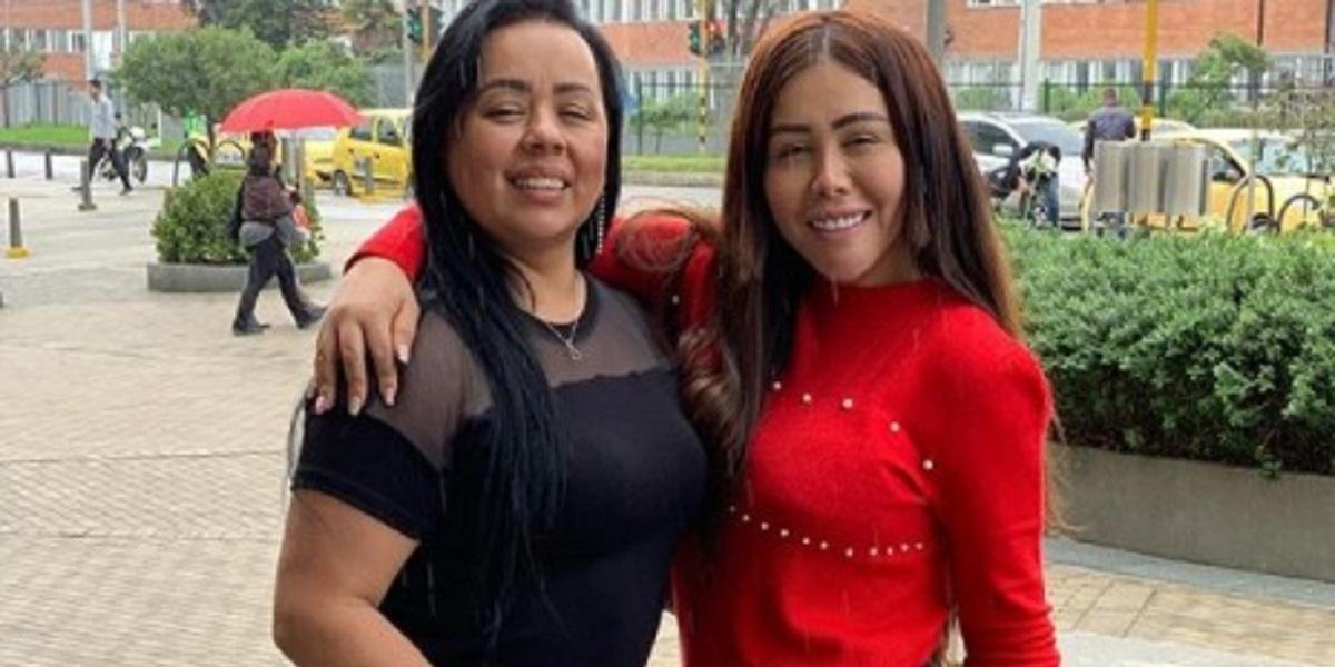 Yina Calderón y su mamá