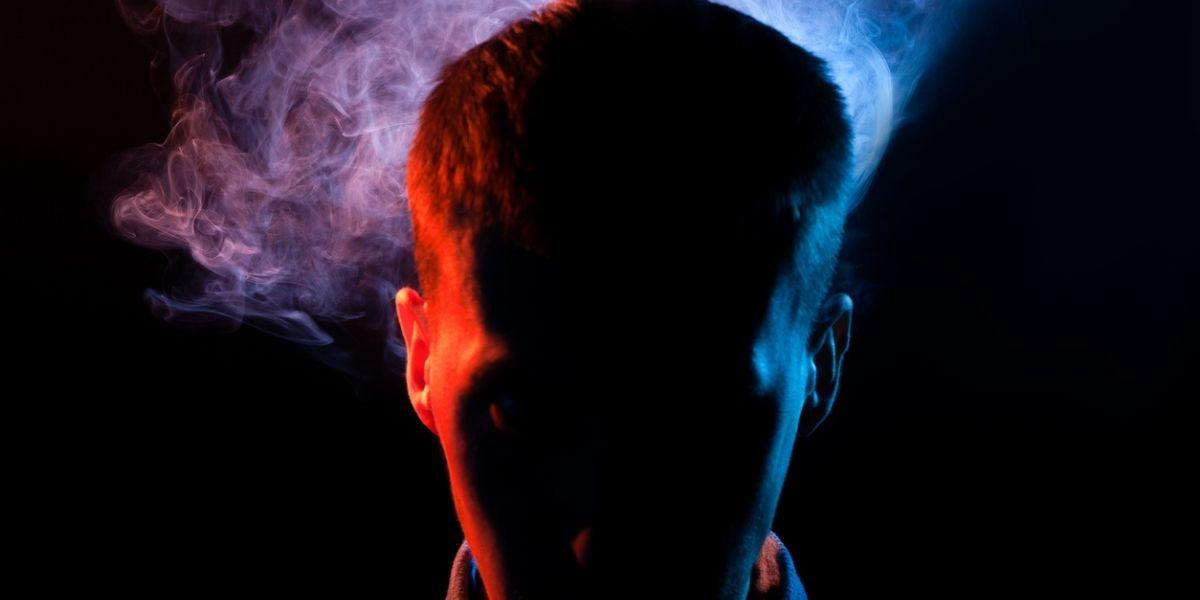hombre quemaron cabello