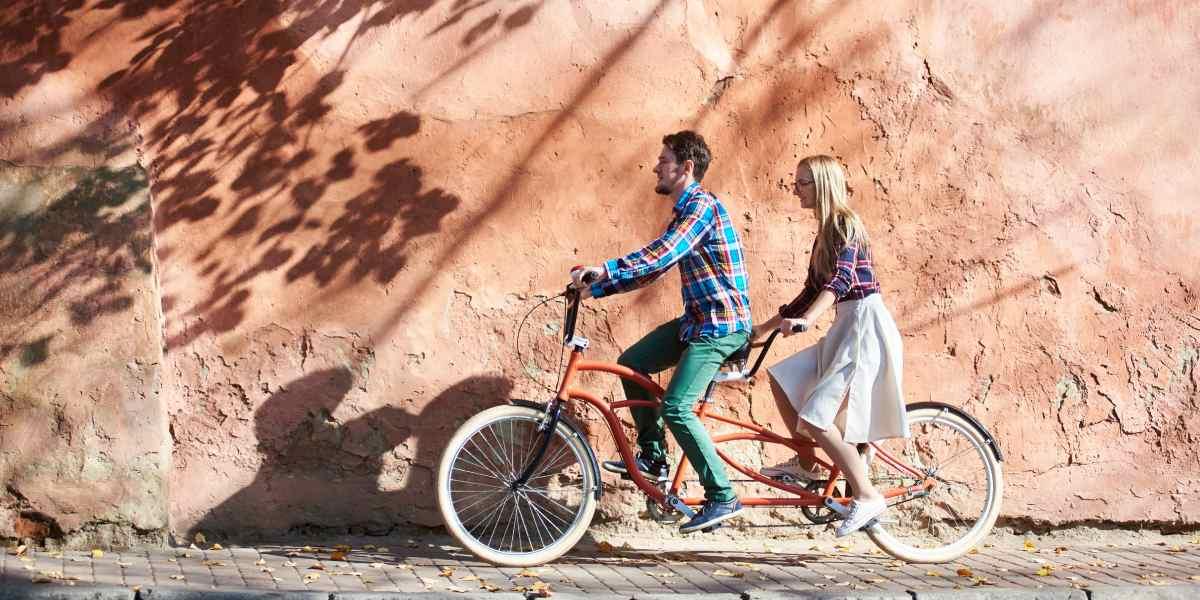 ¿Tinder para ciclistas? Opciones para los solteros que les gusta montar bici