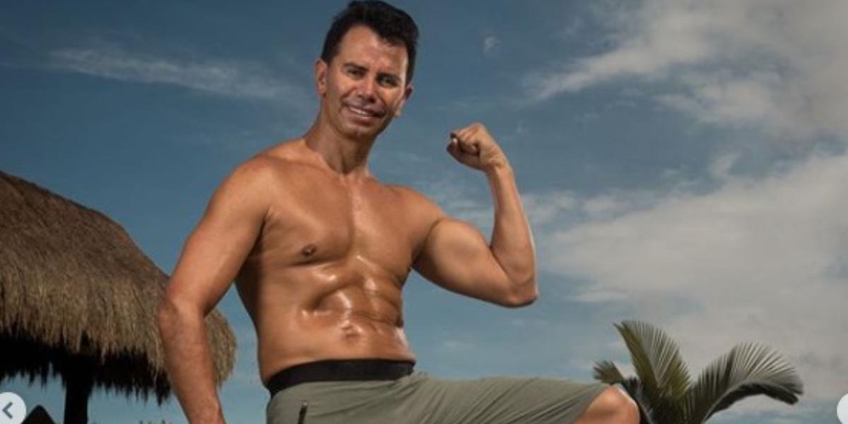 A Jhonny Rivera no se le vio las abdominales en un video bailando