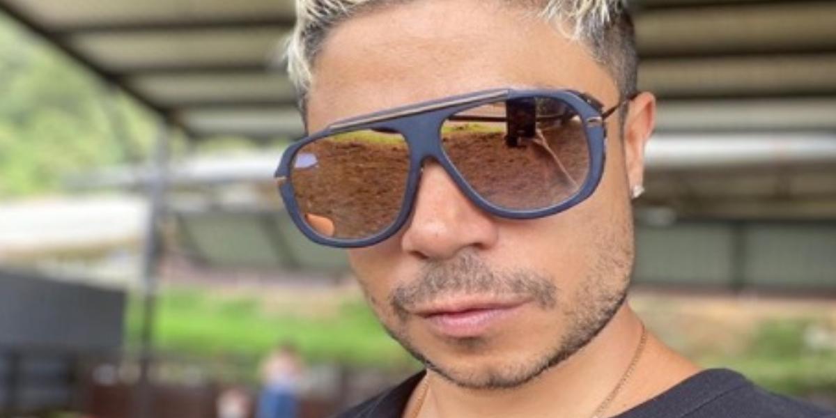 Critican a Daniel Calderón por pinta en cumpleaños de su novia