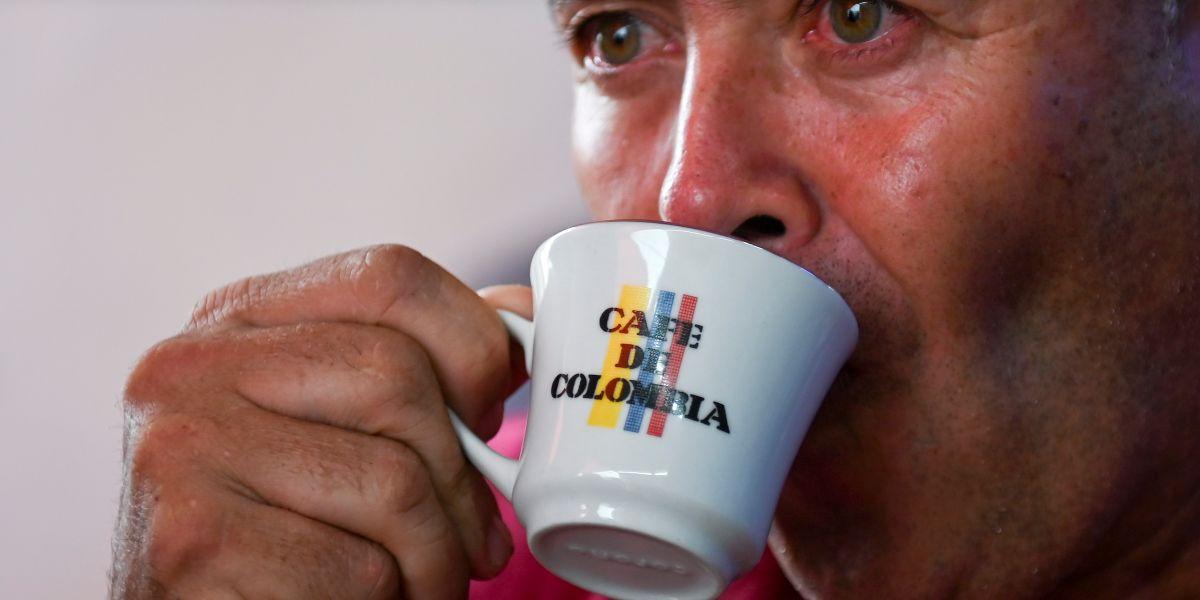 taza de cafe colombiano consumo bebida