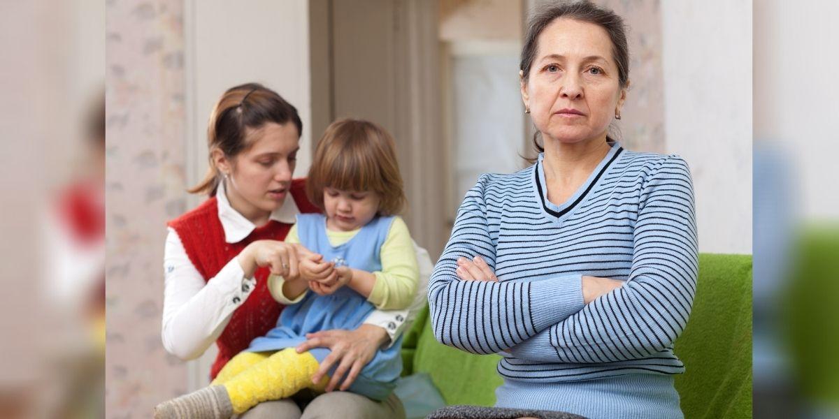 pagar a los abuelos por cuidar a sus nietos
