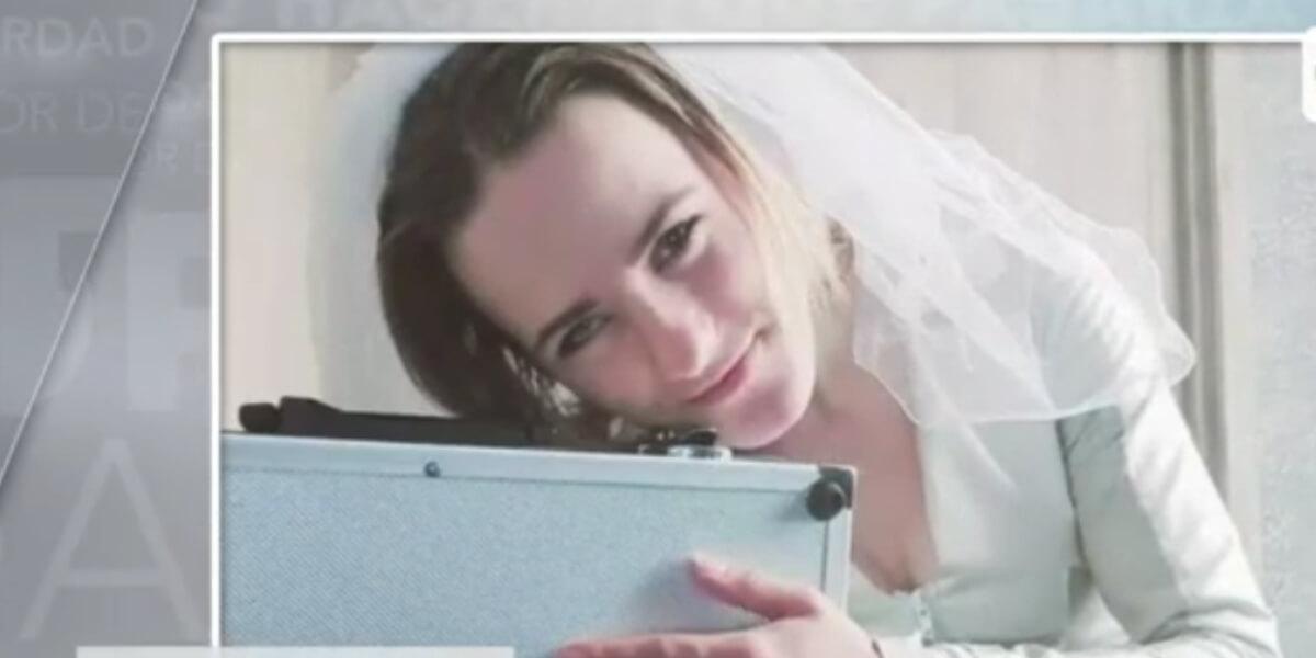 Mujer se casó con su maletín y aseguró que siente una atracción por este objeto