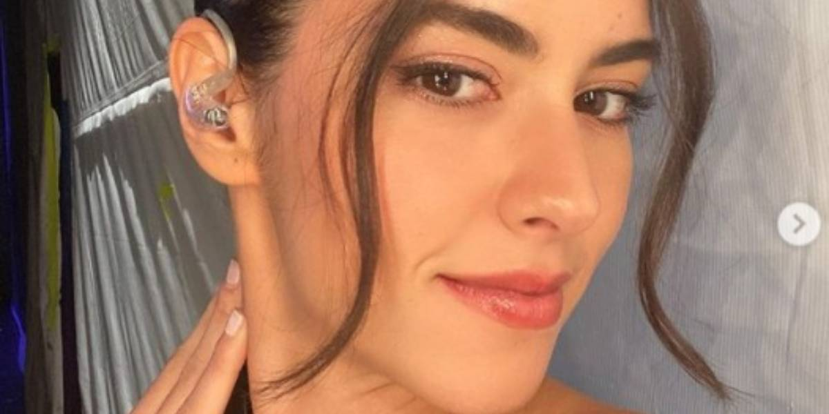 Paulina Vega presumió sus nalgas en el mar