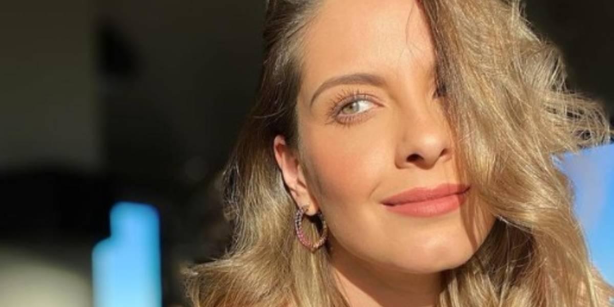 Laura Acuña mostró de más con atrevido escote