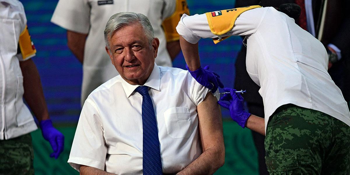 Presidente de México recibe vacuna contra COVID-19 en público - Noticentro  1 CM&