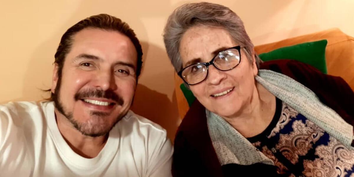 Iván Sánchez y su madre
