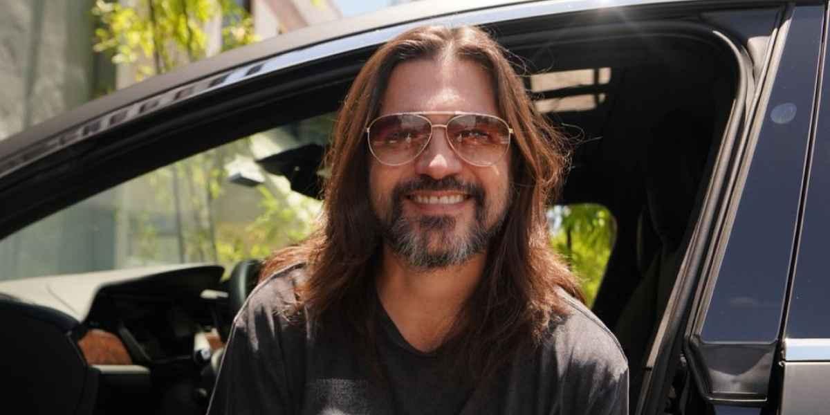 Juanes look pelo largo