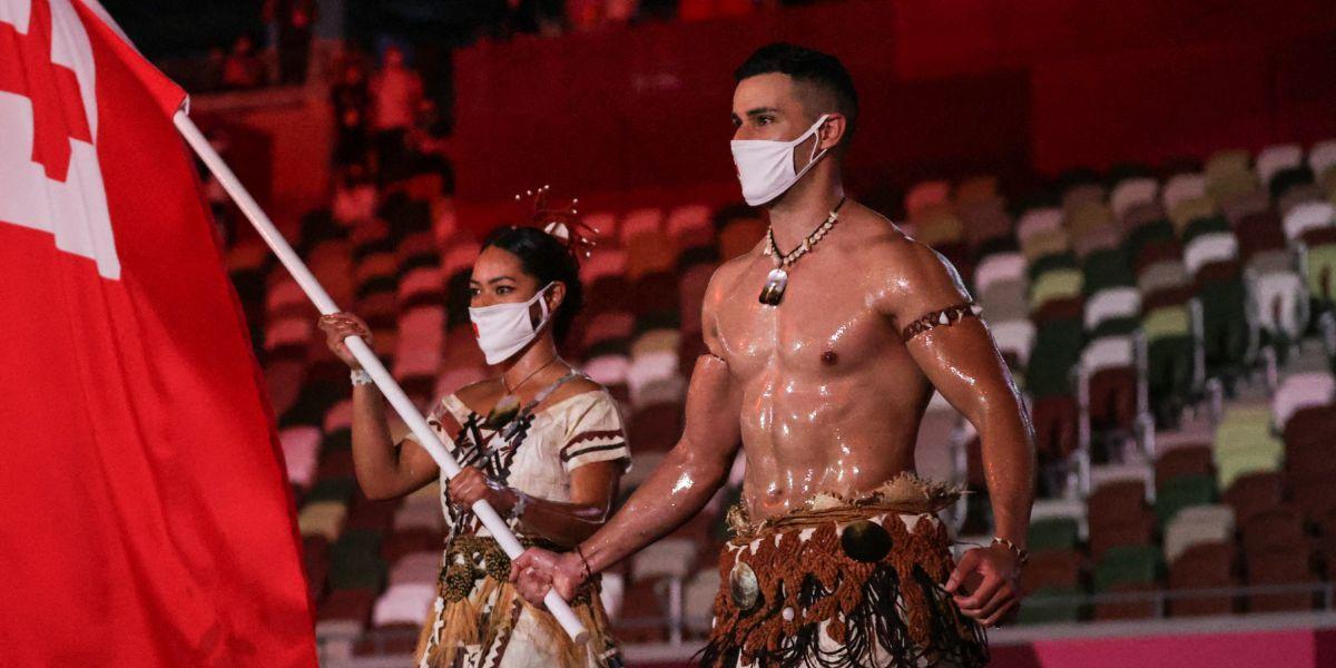 Hombre aceitoso de Tonga se roba las miradas en inauguración Juegos Olímpicos Tokio 2020