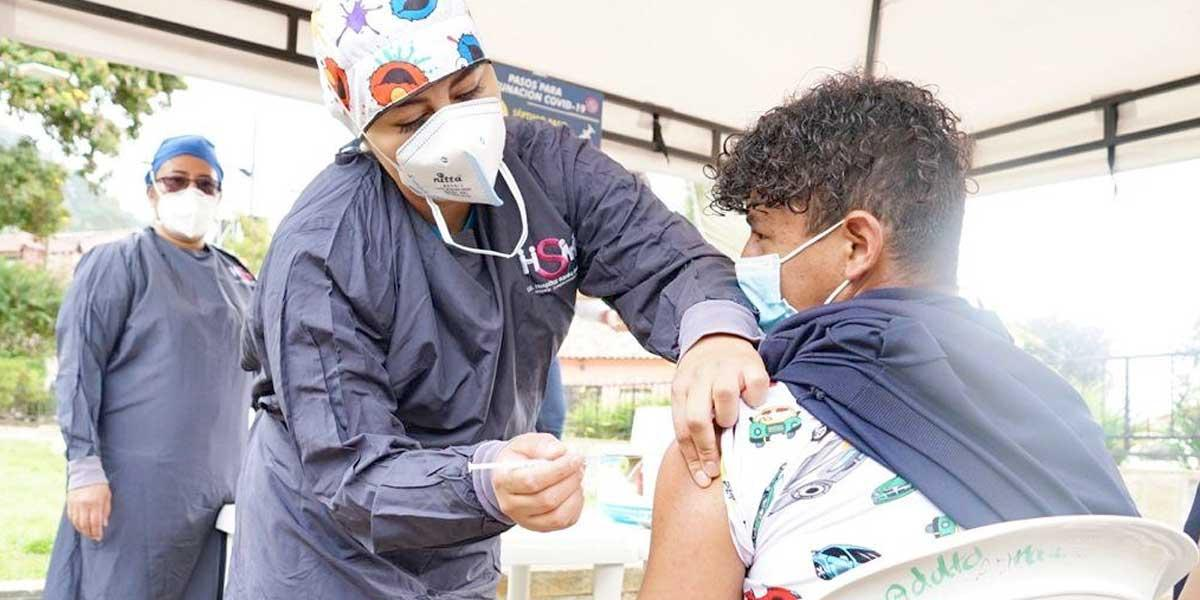 Inició 'vacunatón' para mayores de 15 años en Cundinamarca - Noticentro 1  CM&