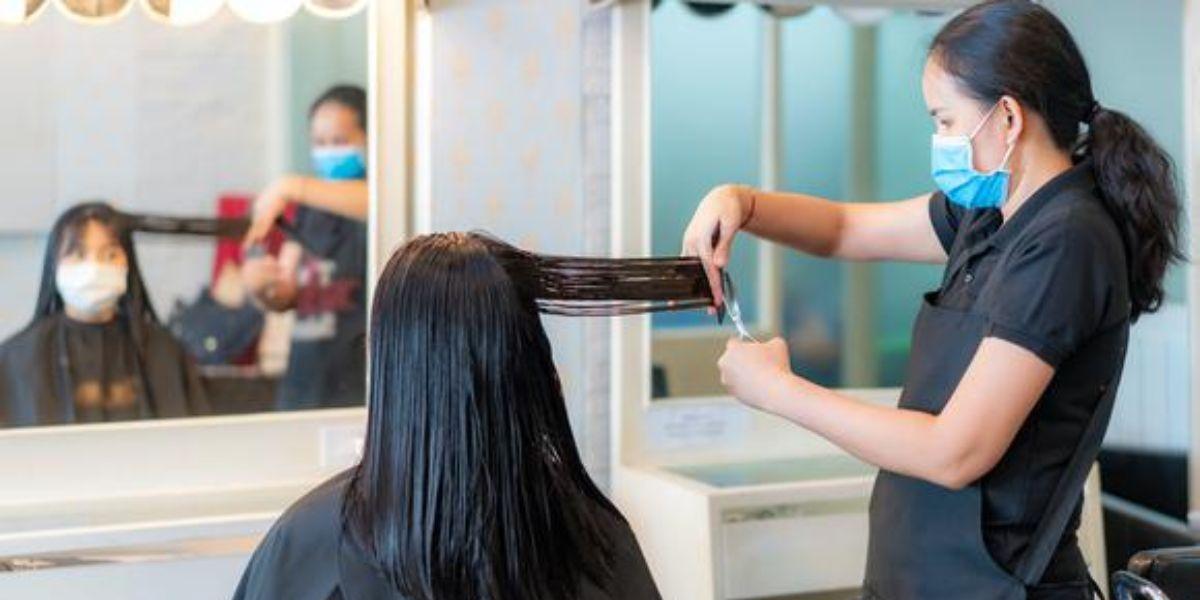 Peluquería multa por corte de cabello India modelo Aashna Roy - Canal 1